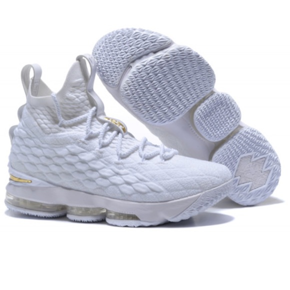 super popular b25b5 d293d Lebron 15's